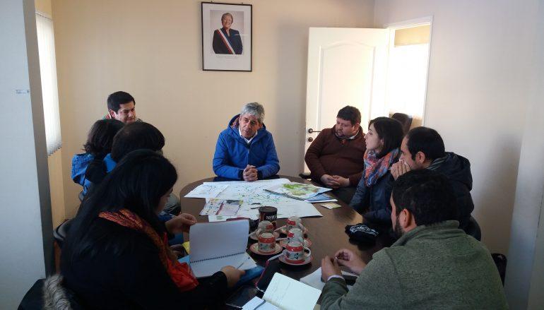 SERVICIO PAÍS Y MUNICIPIO DE LONQUIMAY FORMAN ALIANZAS ESTRATÉGICAS PARA SUPERAR LA POBREZA