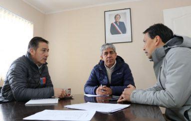 ALCALDE Y SEREMI DEL MOP INSPECCIONAN CAMINOS AFECTADOS POR NEVADAS EN LONQUIMAY