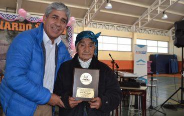 MUNICIPIO DE LONQUIMAY CELEBRA A MÁS DE 200 MADRES DEL SECTOR NARANJO EN SU DÍA.-